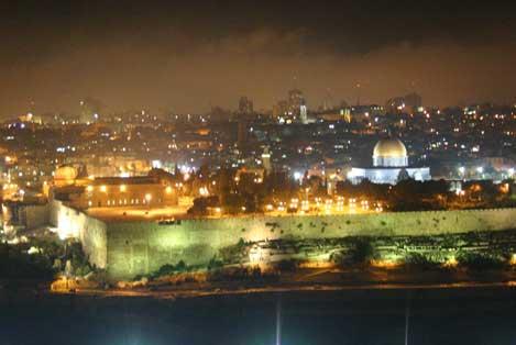 حیاط مسجدالاقصی در شب